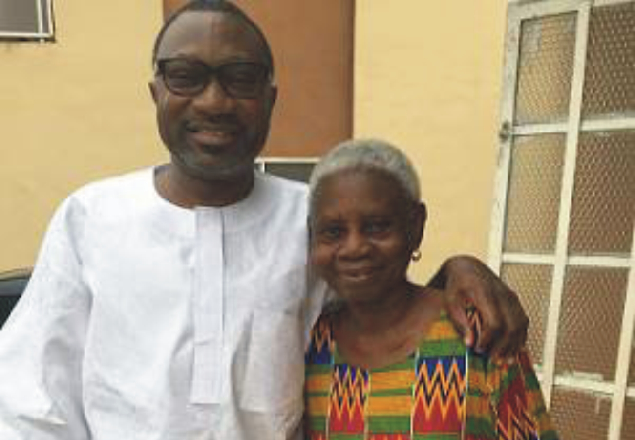 femi otedola kiss mother on the lips