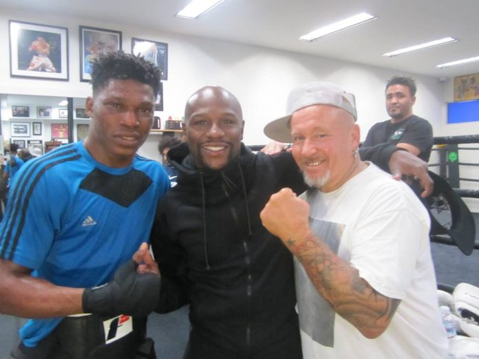 A Nigerian Boxer-Oluwafemi Oyeleye Officially Signed by Mayweather Promotions